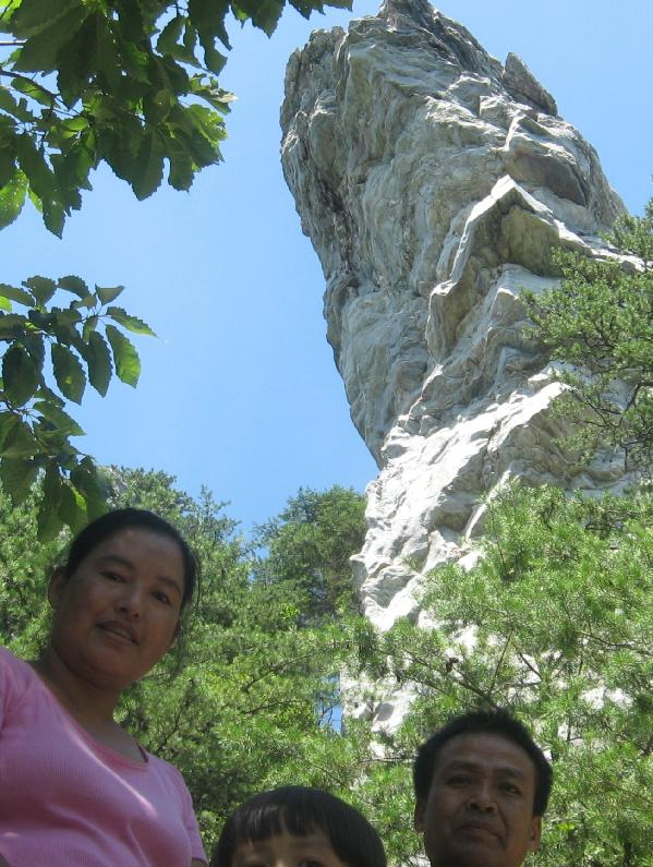 Nu Nu, Deborah and Peng Len framing the Hanging Rock